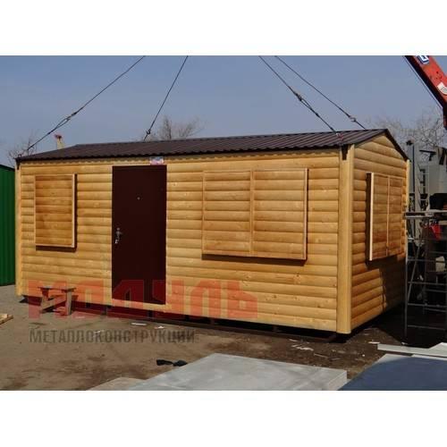 Дачный домик размером 6х3х3 м поделен на две комнаты и прихожую