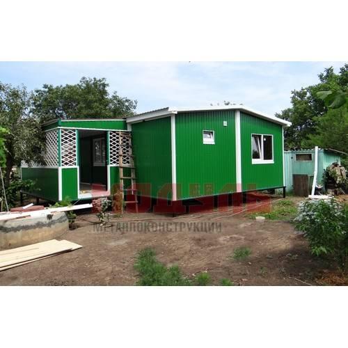 Дачный домик размером 7х6х3 м с верандой размером 4х2,5 м