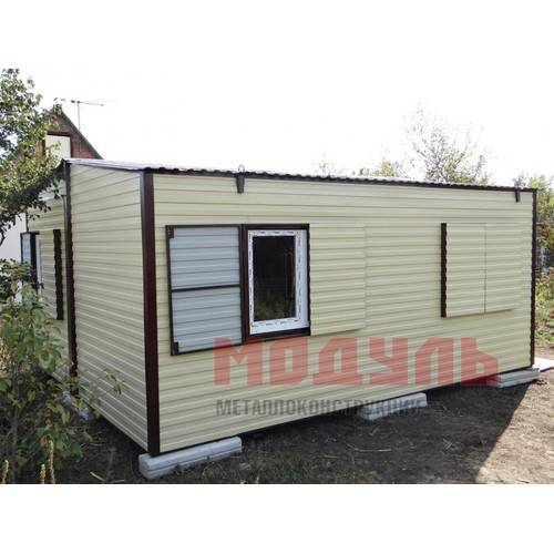 Дачный домик размером 6х5х3 м, утепленный, состоит из 2-х комнат, кухни, санузла и прихожей