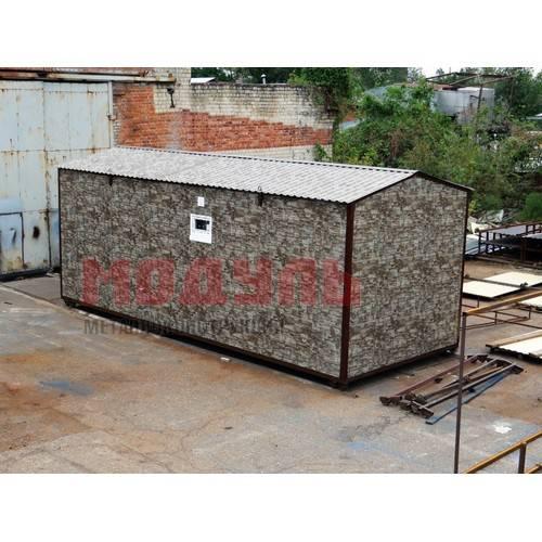 Садовый домик размером 8х3х3 м, отделка снаружи из металлопрофиля под дикий камень