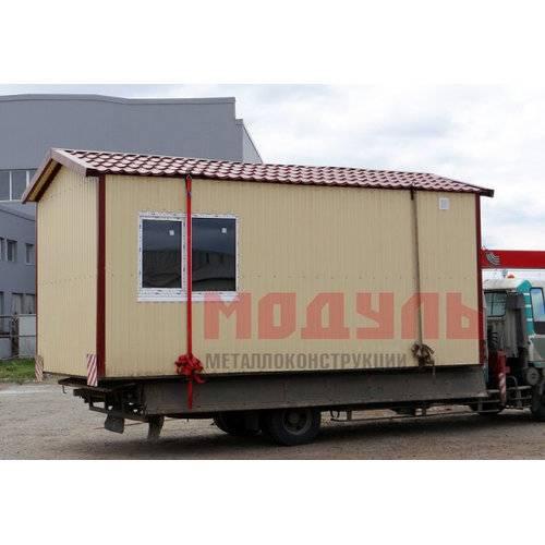 Садовый домик размером 6х3х3 м, поделен на прихожую и комнату