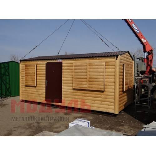Садовый домик размером 6х3х3 м, отделка снаружи деревянный сайдинг под бревно, поделен на две комнаты и прихожую