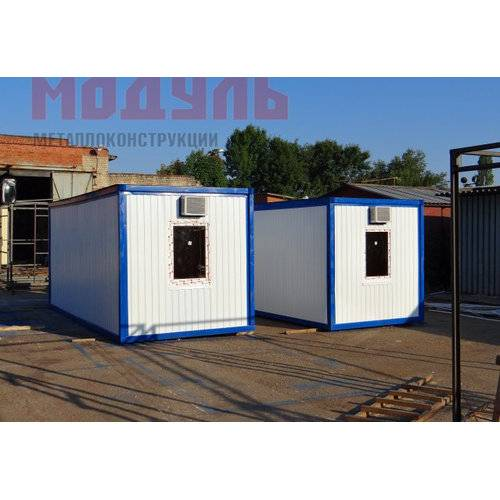 Блок-контейнер для проживания рабочих размером 6х2,4х2,5м поделен на тамбур и комнату