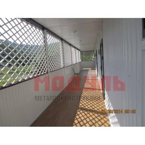 отделка балкона в модульной гостинице